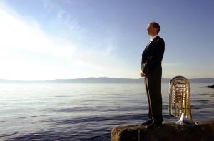 L'Orchestra di Valle Camonica con la tuba di Oystein Baadsvik